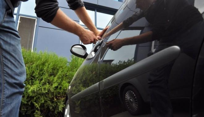 Foto: Maşinile Dacia, preferate de spărgătorii de autoturisme din Constanţa