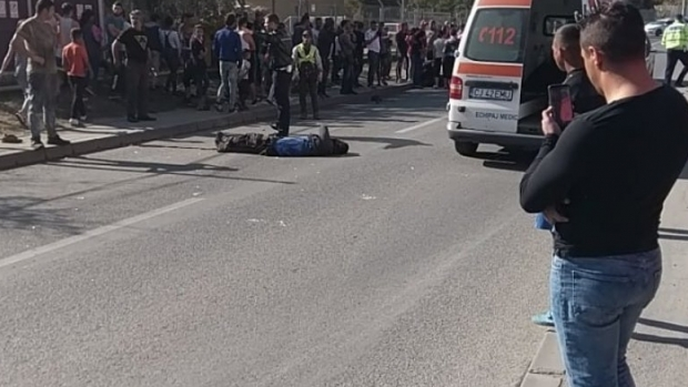 Foto: TRAGEDIE RUTIERĂ! Un tânăr fără permis a spulberat doi oameni, pe trotuar