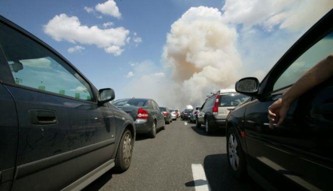 Foto: Gata cu aglomeraţiile pe Autostrada Soarelui. În sezonul estival se va circula pe toate cele patru benzi
