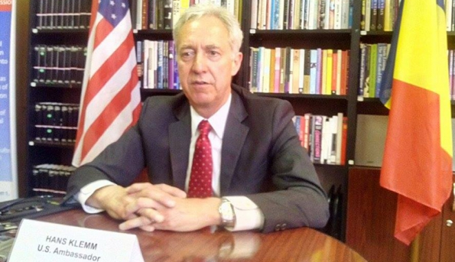 Foto: Ambasadorul SUA în România îndeamnă cetăţenii să iasă la vot şi laudă lupta anticorupţie