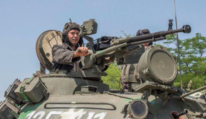 """Foto: Tancuri, artilerie, infanterie. De mâine, începe """"dansul"""""""