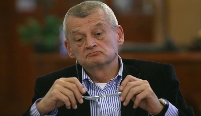 Foto: Oprescu afirmă că nu aşteaptă o propunere de a candida la prezidenţiale