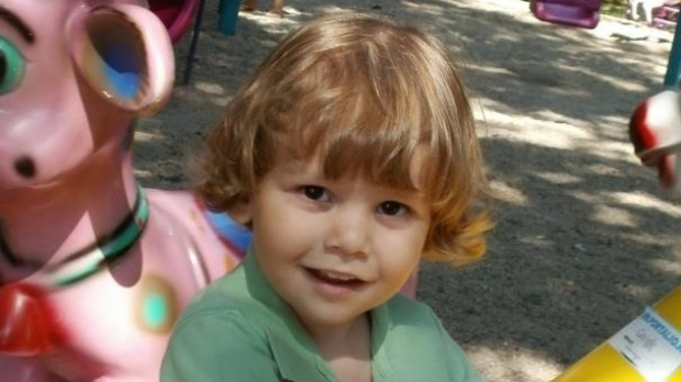 """Foto: Condamnări în""""dosarul Ionuţ"""". Familia copilului ucis primeşte despăgubiri de 2 milioane de euro"""
