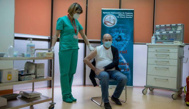 GALERIE FOTO / Traian Băsescu s-a vaccinat - 13946275452103928989785624014619-1610812015.jpg