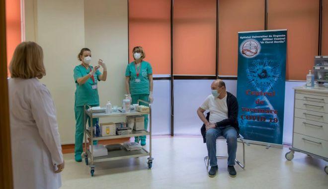 GALERIE FOTO / Traian Băsescu s-a vaccinat - 13956724552103923323119527377155-1610811926.jpg