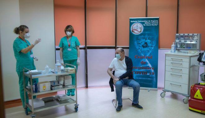 GALERIE FOTO / Traian Băsescu s-a vaccinat - 13981716252103927123119145895507-1610811892.jpg