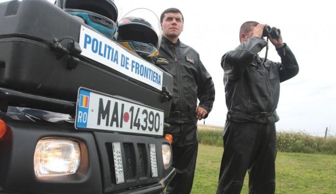 Foto: Autoturism cu acte false, confiscat la graniţă