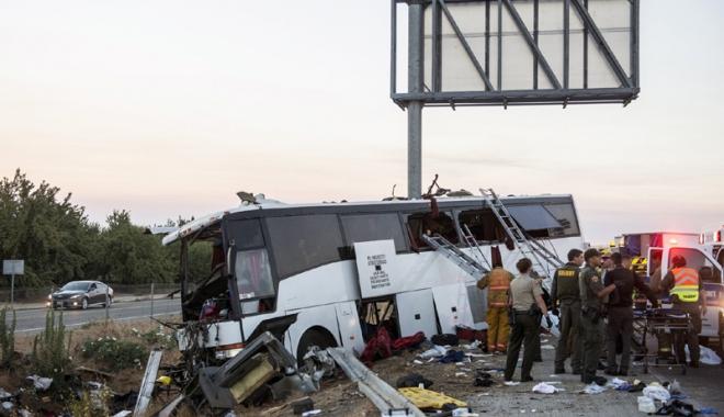 Foto: Tragedie rutieră. 13 morţi  şi zeci de răniţi în accidentul unui autobuz în California