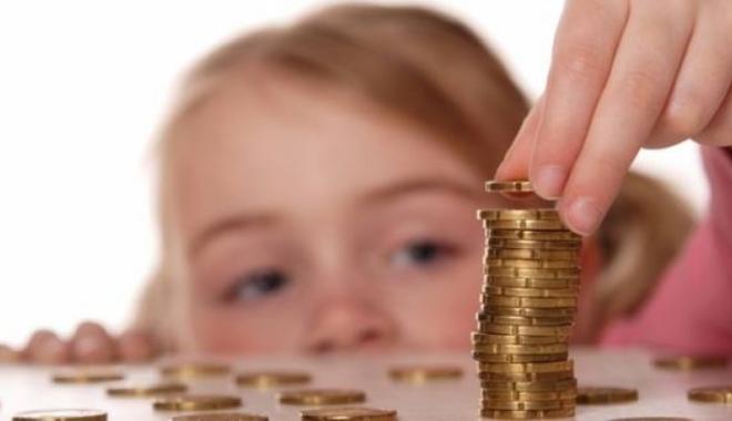 Foto: Alocaţia pentru copii ar putea ajunge la 10-30% din salariul minim pe ţară
