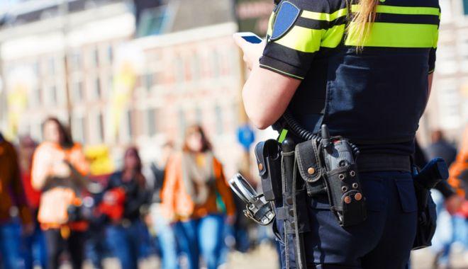 Foto: ATAC la AMSTERDAM. Două persoane, ÎNJUNGHIATE în GARA CENTRALĂ. Poliţia a împuşcat un SUSPECT