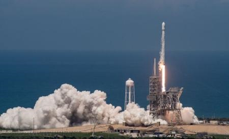 Foto: SpaceX a lansat cu succes satelitul BulgariaSat-1