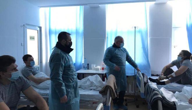 """Marinarii ucraineni de pe nava scufundată """"Volgo Balt"""" vor fi externați luni din spital - 14martmarinari2-1615713530.jpg"""