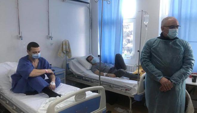 """Marinarii ucraineni de pe nava scufundată """"Volgo Balt"""" vor fi externați luni din spital - 14martmarinari3-1615713514.jpg"""