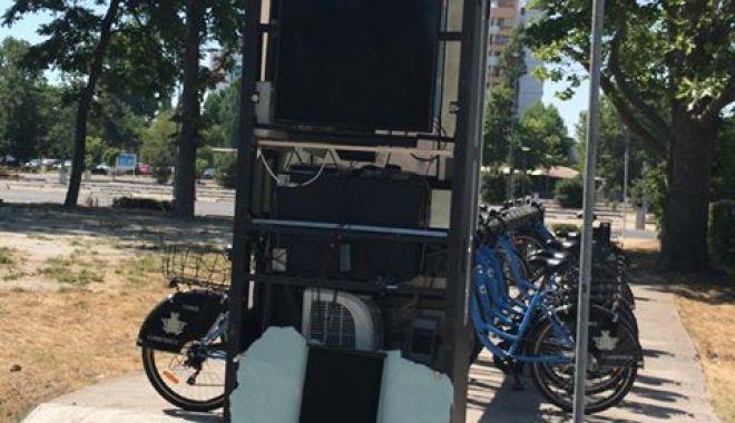 Foto: O nouă stație de biciclete, din Constanța, a fost vandalizată