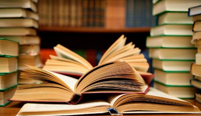 Foto: 1.500 de publicaţii din rezerva naţională, transmise bibliotecii  din Hârşova