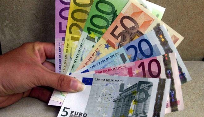 Foto: 15.000 euro, bursă de la stat. Iată pentru cine