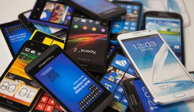 Foto: Furt de proporţii  în magazinul  Media Galaxy  din Constanţa.  Au dispărut 150 de telefoane iPhone  şi Samsung