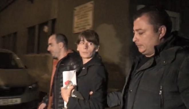 Foto: Femeia care a comis crima de la metrou, transferată la Jilava. DEŢINUTELE PROTESTEAZĂ!