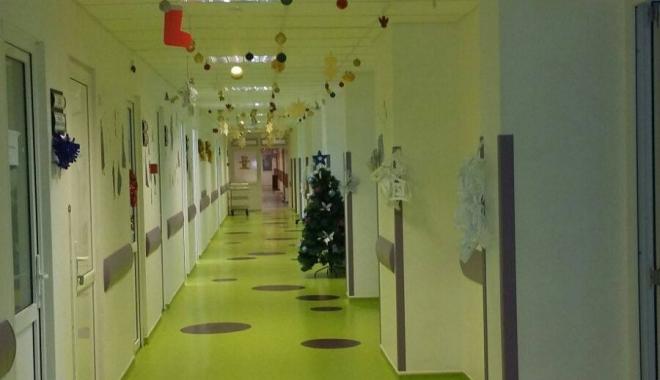 Foto: Galerie foto / Secţia de Pediatrie din Spitalul Judeţean Constanţa, pregătită de sărbători