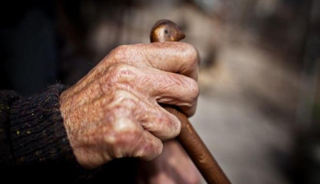 Foto: Avocatul Poporului s-a autosesizat în cazul vârstnicului bătut de îngrijitor