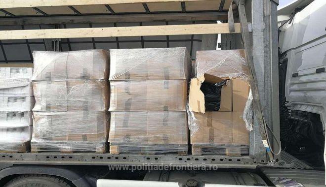 O tonă de tutun, ascunsă printre cutii cu detergenți lichizi, confiscată la frontieră - 155254798151petea11s4-1552551018.jpg