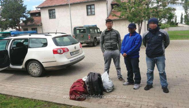 Trei cetățeni din Nepal, depistați în timp ce încercau să intre, fraudulos, în România - 15584200492945713s4-1558423528.jpg