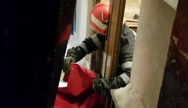 Foto: Persoană accidentată de un panou, în Constanţa