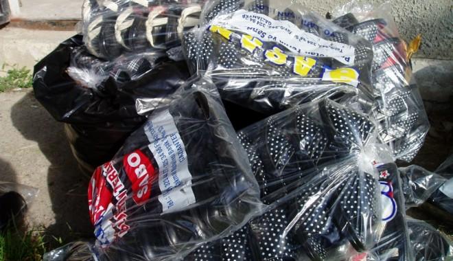 Foto: Haine confiscate de poliţiştii de frontieră, în port