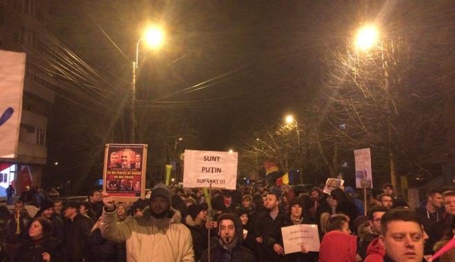 Foto: GALERIE FOTO / A CINCEA SEARĂ DE PROTESTE LA CONSTANŢA