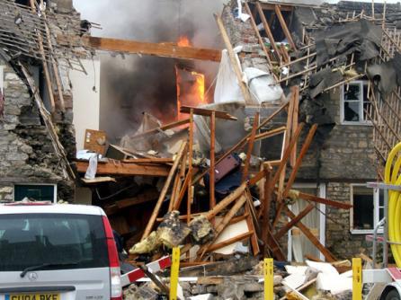 Foto: Cinci persoane, între care trei copii, au murit în urma unei explozii