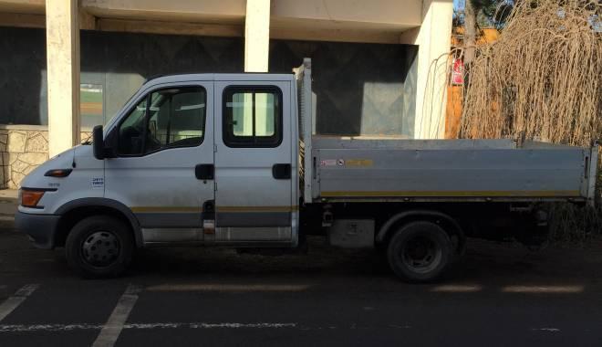 Foto: Camionetă căutată în Italia, găsită la graniţă