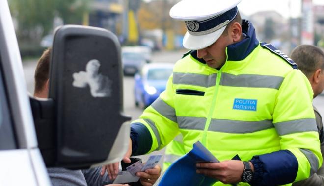 """Foto: 16 permise  şi cinci taloane auto, """"săltate"""" de poliţiştii constănţeni"""