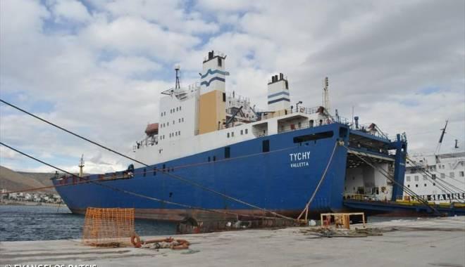 Foto: 16 vehicule blindate descoperite pe o navă, în port