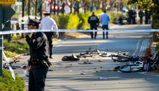 GALERIE FOTO / ATAC SÂNGEROS la New York. Un bărbat a intrat cu camionul în trecători: 8 morți și numeroși răniți