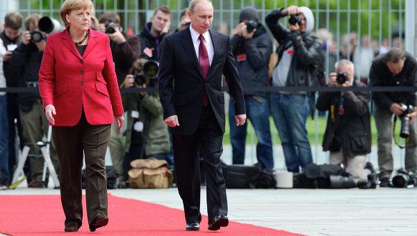 Foto: Discuţii  despre democraţie,  între Angela Merkel  şi Vladimir Putin
