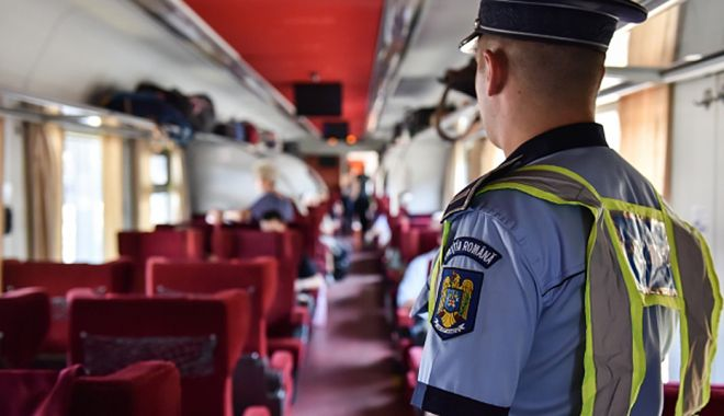 Foto: Razii ale polițiștilor de la Transporturi. Zeci de amenzi pentru cei care nu purtau măști în tren