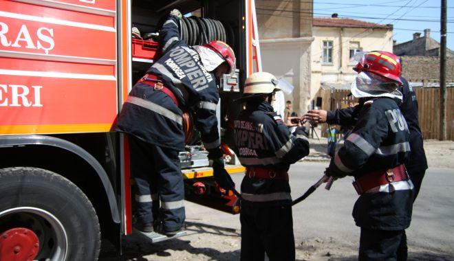 Foto: INCENDIU la o mașină, în zona Spitalului Județean Constanța