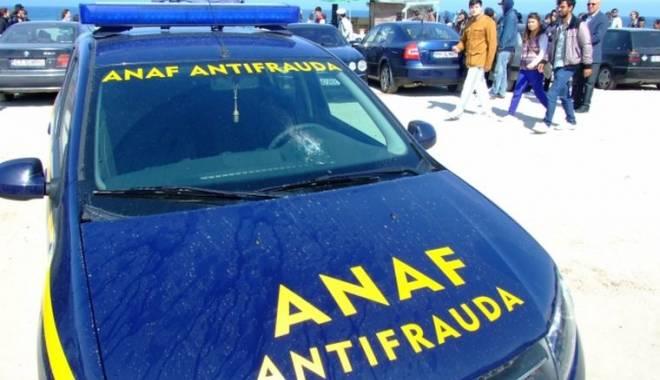 Foto: VIDEO. RUŞINE / Inspectori ANTIFRAUDĂ, amendaţi pentru că au parcat pe locuri de handicapaţi
