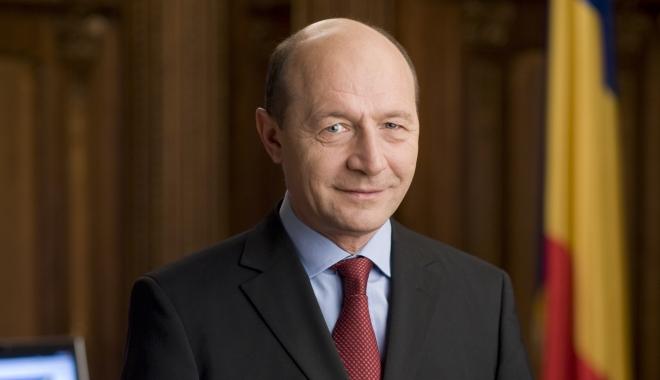 """Foto: """"Ai văzut vreodată o prăbuşire mai măreaţă?"""" / Băsescu, atac la adresa lui Dragnea"""