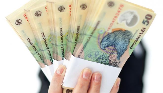 Foto: 1.900 lei, salariul de bază  minim brut pe ţară