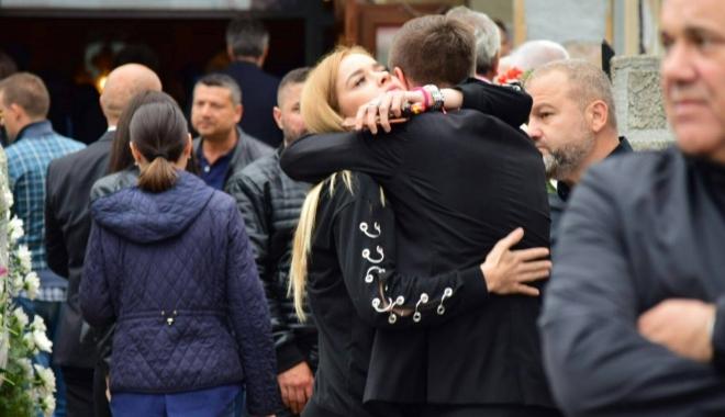 Foto: GALERIE FOTO. Puhoi de lume la slujba de înmormântare a fostului primar Ion Ovidiu Brăiloiu