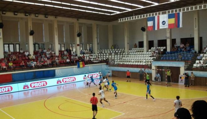 Foto: Handbal feminin / România - Franţa, 26-25 în lupta pentru Trofeul Carpaţi