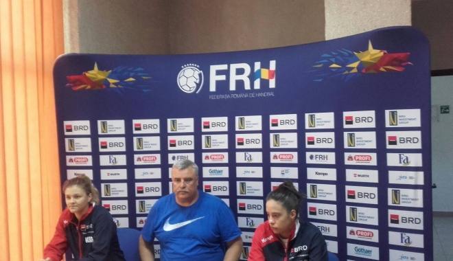 Foto: Viitorul handbalului românesc feminin, pregătit de spectacol, în Sala Sporturilor
