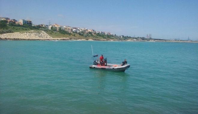 Foto: Fetiţă de 11 ani, căutată de scafandri pe plaja din Eforie Nord