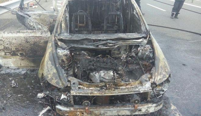 Foto: PANICĂ PE AUTOSTRADA SOARELUI / O maşină a luat foc / Galerie foto