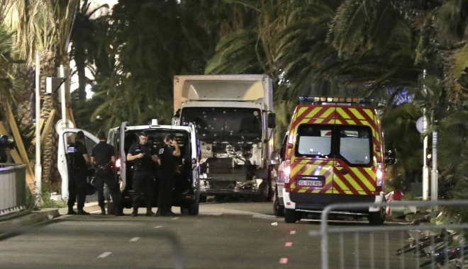 Foto: ALERTĂ / Un camion a intrat într-un grup de pietoni. Cel puţin 4 MORŢI