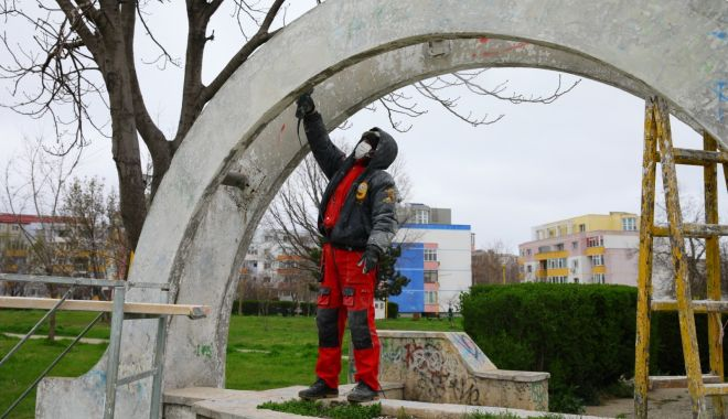 Foto: REPARAȚII în parcul din cartierul POARTA 6!