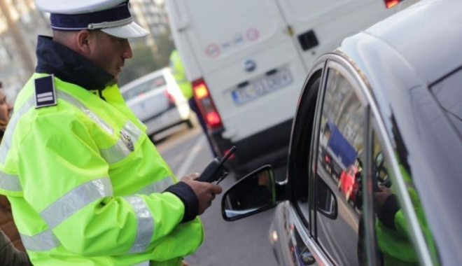 Foto: Femeie cu alcoolemie record şi fără permis, prinsă la volan