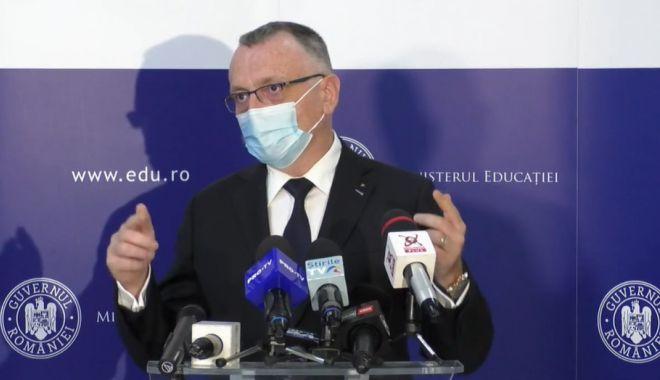 """Școlile vor fi închise în baza a două scenarii. Sorin Cîmpeanu: """"Nu poate fi luată o decizie centralizată"""" - 1declaratii-1633957586.jpg"""