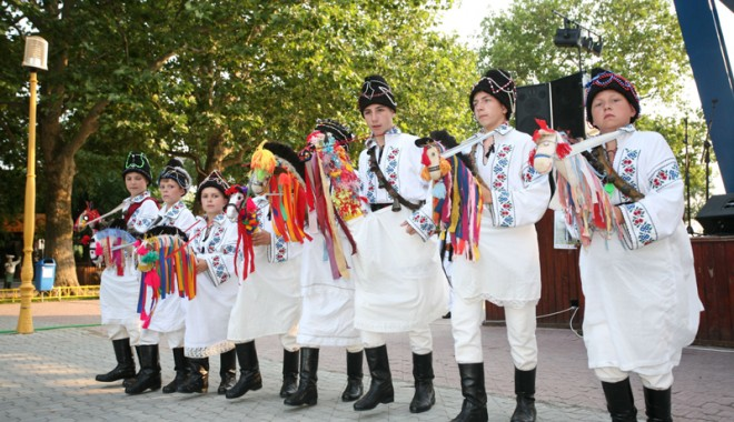 Foto: Peste 300 de folclorişti îşi dau întâlnire la Ciobanu